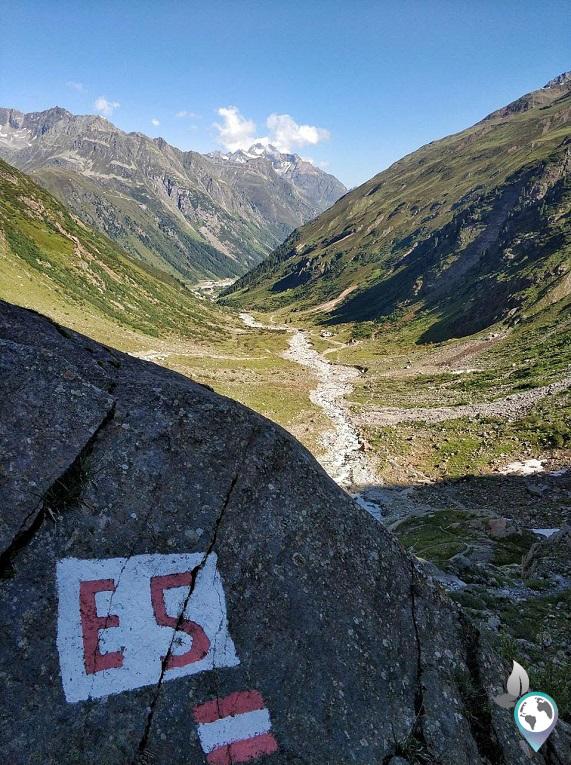Gut zu finden - die Markierungen des Fernwanderweges E5, Alpenüberquerung