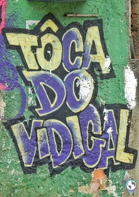 """"""" Ein Hauch von Vidigal"""" Ein Grafitti am Eingang der Favela"""