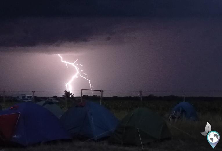 Hammer Gewitter auf dem Airfield Festival in Rumänien