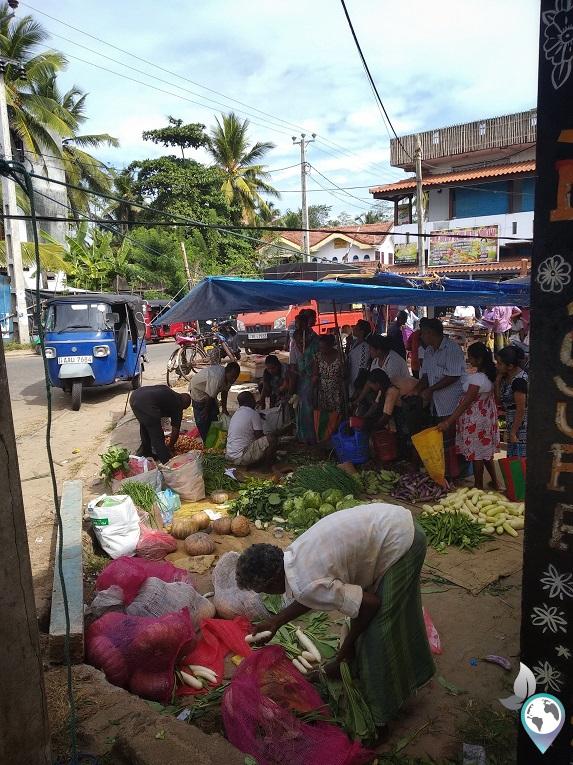 Wochenmarkt in Midigama