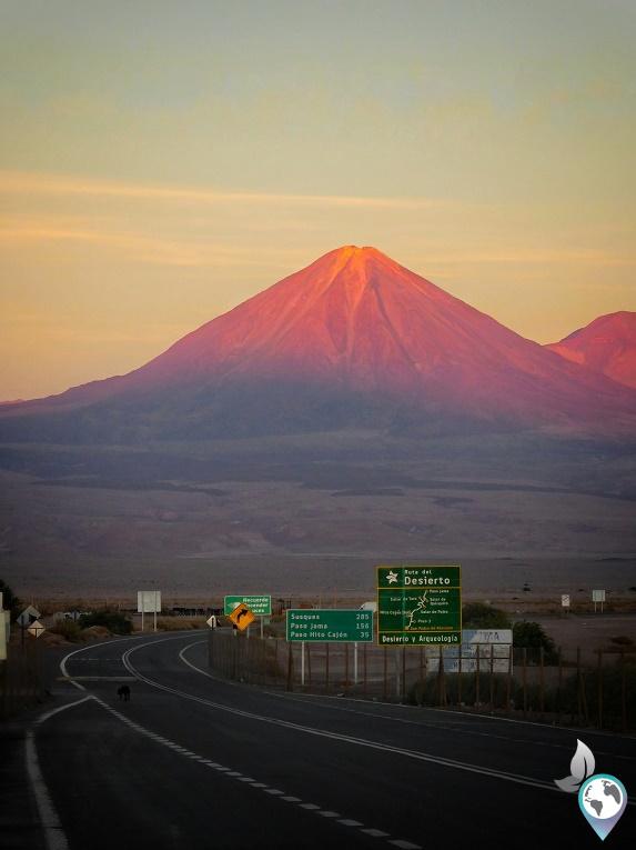 Der Lincancabur trohnt über der Stadt San Pedro de Atacama