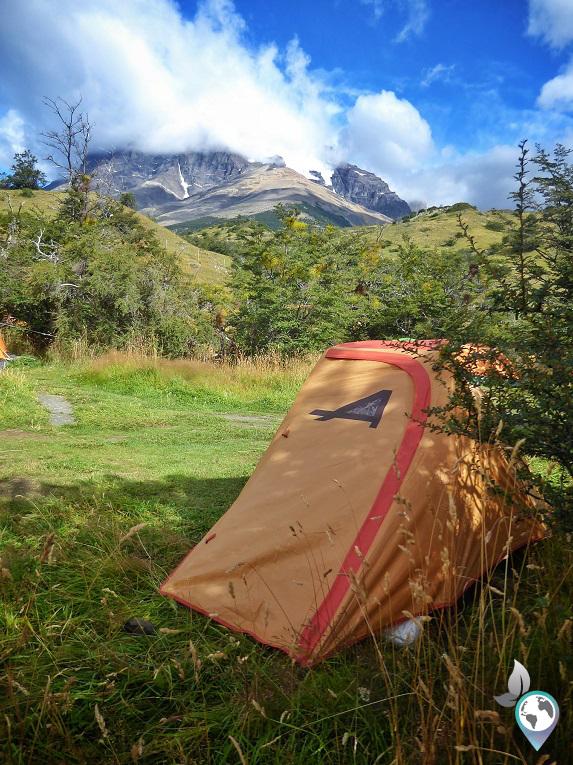 Erfolgreich das erste Mal das Zelt aufgestellt im Camp Torres Central